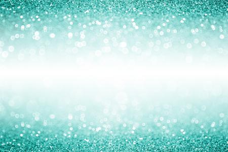 Elégant turquoise sarcelle d'hiver et d'aqua menthe glitter fond vert étincelle confetti ou partie invitation pour Noël ou d'anniversaire avec des espaces blancs Banque d'images