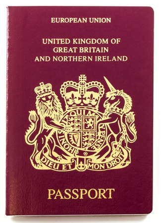passeport: Passeport britannique isol� sur fond blanc Banque d'images