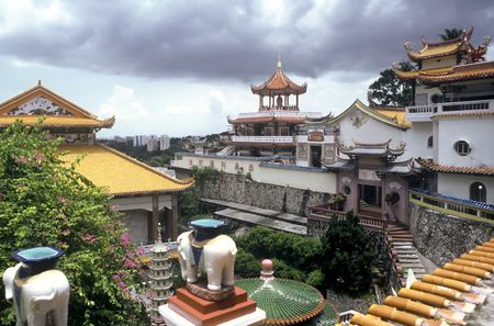 georgetown: View over the roofs of the Kek Lok Si temple, Malaysia