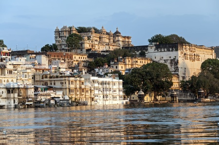 ghat: View over lake Pichola at dusk, Udaipur, India