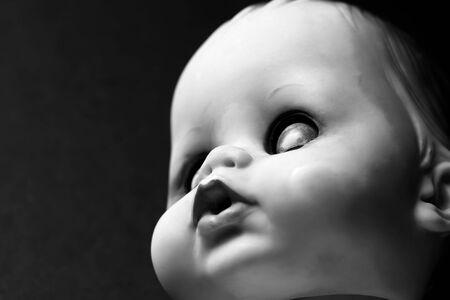 Portret van een poppen kop met de ogen gesloten  Stockfoto