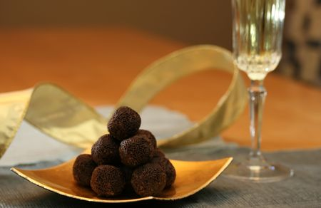 Chocolate cookies and champagne for dessert