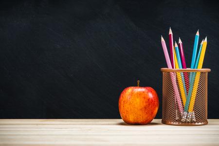 バックグラウンド教育の概念。コピースペースを持つ学校に戻ります。