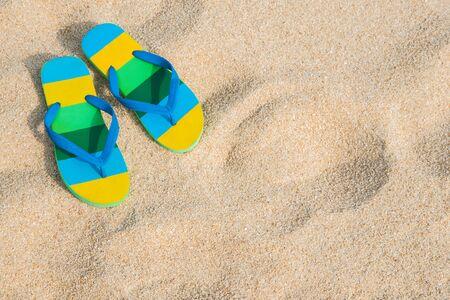 Beach sandals on the sandy coast 版權商用圖片