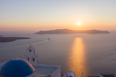 church sunset in santorini 免版税图像