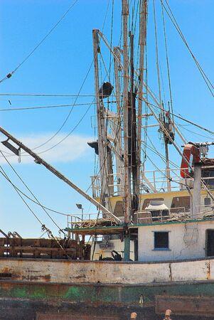 oxidado: Rusty Old barco de pesca