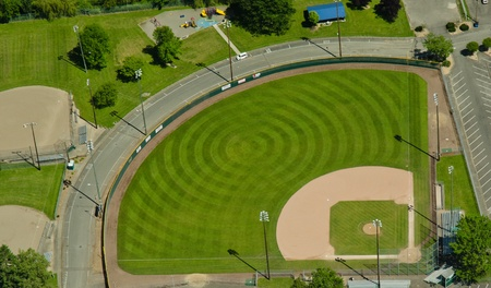 Circular mowing pattern in a baseball field 新聞圖片