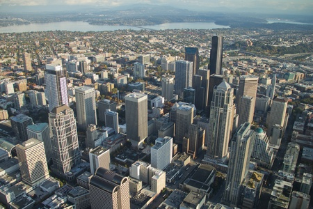 シアトル、スペースニードル上、北から見られるようにコロンビア タワー