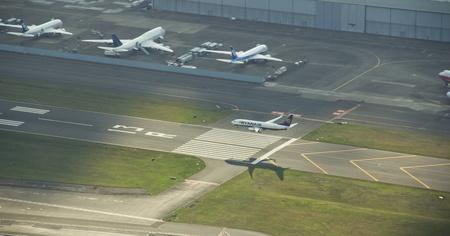ライアン 737 ボーイング フィールド テスト飛行の後の土地へのアプローチします。