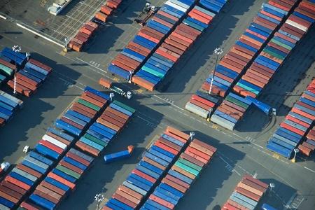 トラックのロードし、アンロード シアトル港港島で。 報道画像