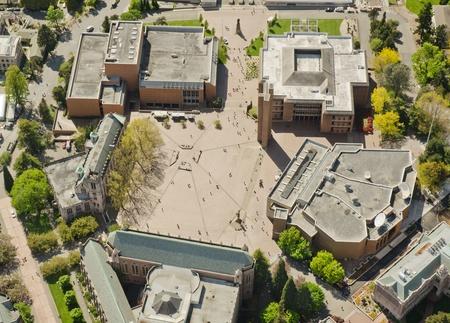 ワシントン州の公立大学で空いている領域の航空写真ビュー