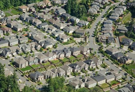 丘の斜面に沿って、新しい住宅開発
