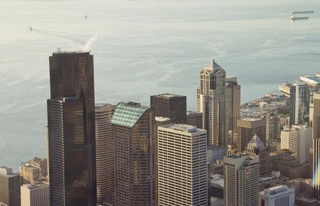 シアトルのダウンタウンやエリオット湾の航空写真