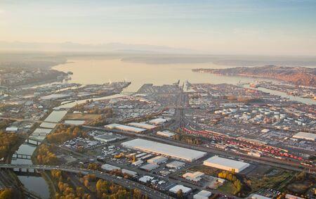 ワシントン州の大きい港の航空写真