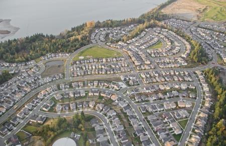 新しく造成地における家屋の航空写真
