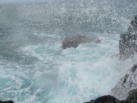 Crashing waves in Hawaii 版權商用圖片