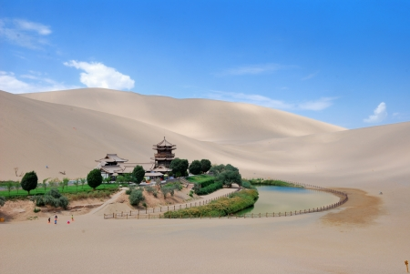 crescent lake: Crescent Lake in Dunhuang, a desert spring,Dunhuang Crescent Spring