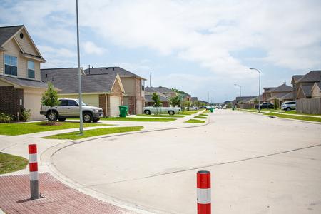 A street of typical suburban homes 版權商用圖片