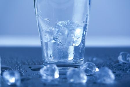 Ice cubes in glass Zdjęcie Seryjne - 28814196
