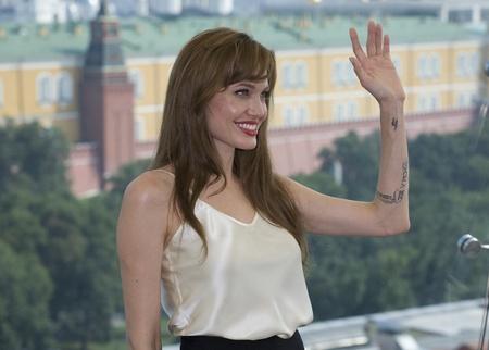 Actrice Angelina Jolie bij de première van de film Salt at the Ritz Hotel. 25 juli 2010 in Moskou, Rusland. Moskou - 25 juli: Actrice Angelina Jolie bij de première van de film Salt at the Ritz Hotel. 25 juli 2010 in Moskou, Rusland.