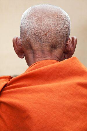 Back of the old Buddhist monk Standard-Bild