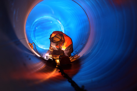 welding worker: Pipe welding on the pipeline construction