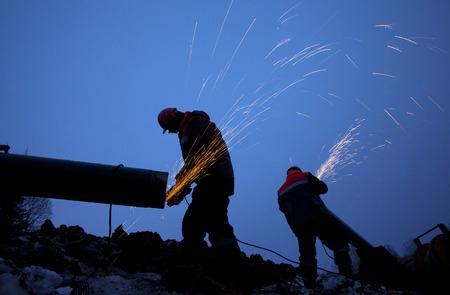 ouvrier: Les travailleurs qui travaillent sur la construction du gazoduc Banque d'images