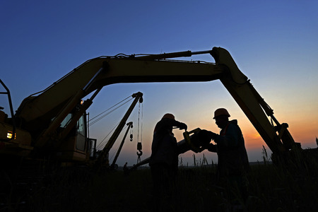 evening work on the construction of the pipeline