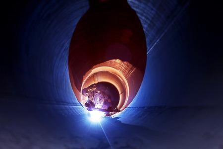 Rohrschweißarbeiten an der Pipeline-Bau Standard-Bild - 56307749