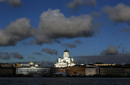 The view of the Old Town and Lutheran Christian Cathedral Church at the Senate Square in Helsinki, Finland Standard-Bild