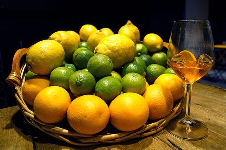 spritz: Cocktail Fruit Spritz
