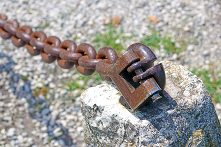 keep gate closed: chain with padlock