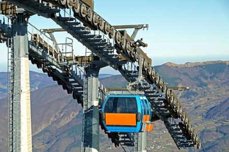poleas: poleas mecánicas telesilla en la estación de esquí. teleférico Gear Foto de archivo
