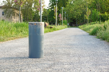Retractable Electric Bollard Metallic, and hydraulic for the control of road traffic locked up underground