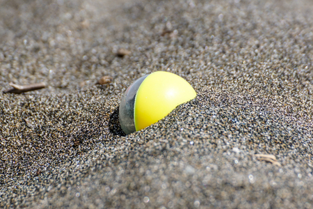 background with a beach ball in the sand Banco de Imagens - 122114152