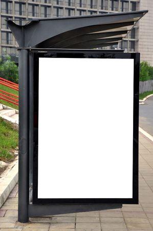 parada de autobus: Cartel en blanco para la publicidad en una parada de autob�s y tranv�a