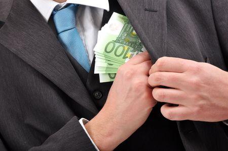 renta: Hombre de negocios est� pagando con billetes en euros, fondo financiero