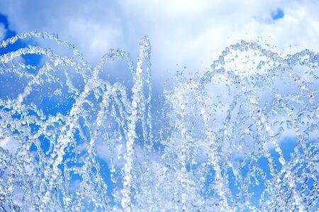 jet stream: El gush de agua de una fuente