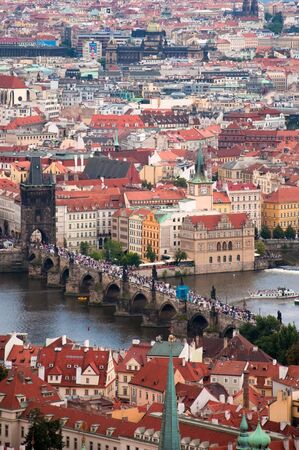 praha: Charles bridge in Prague. Photography is taken from the castle Hradchany.
