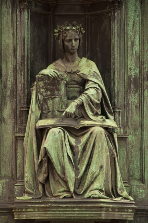 autoridad: Estatua de la Justicia en el centro de Praga, cerca del Puente de Carlos. Corpus Jurice.