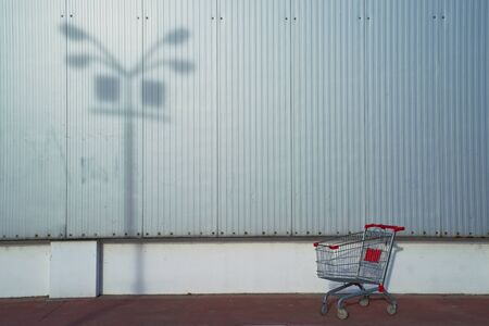 empty shopping cart: Empty shopping cart in front of the supermarket