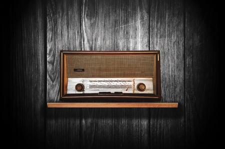 transistor: Hermosa y antigua radio de madera de ?poca dispositivo receptor