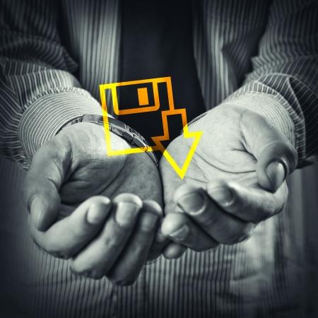 mains ouvertes: Ouvrez les mains d'un homme avec t�l�chargement du fichier ic�ne. Banque d'images
