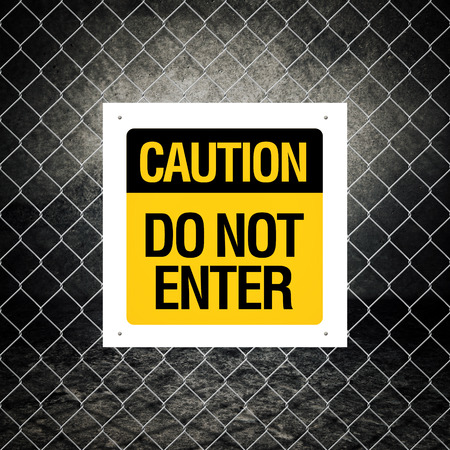 do not enter: Caution sign - Do not enter on chain link fence Stock Photo