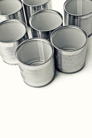 tin cans: Lege Blikjes. Blikken worden gebruikt voor het verpakken van allerlei goederen - geconserveerde levensmiddelen, chemische produkten zoals verf, enz