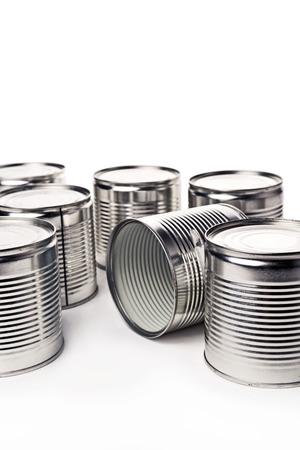 tin cans: Blikjes. Blikken worden gebruikt voor het verpakken van allerlei goederen - geconserveerde levensmiddelen, chemische produkten zoals verf, enz