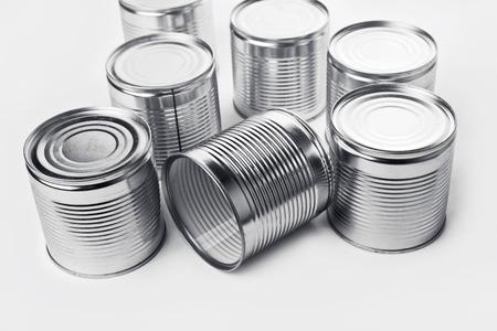 productos quimicos: Latas. Las latas se utilizan para el embalaje de todo tipo de mercanc�as - alimentos conservados, productos qu�micos, tales como pintura, etc