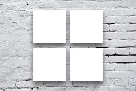 4 つの正方形のポスター アート ギャラリーの壁に掛かっています。