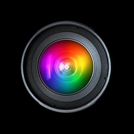 camara de cine: Fotograf�a lente de la c�mara, vista frontal aislado en el fondo negro Foto de archivo