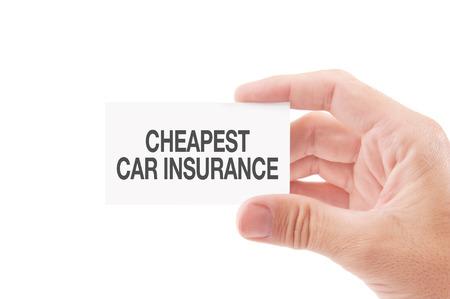 agent de s�curit�: Agent d'assurance Business Card v�hicule Tenir avec moins cher d'assurance voiture Politiques titre, isol� sur fond blanc. Banque d'images